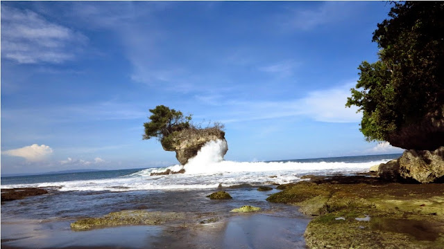 Pesona Pantai Madasari yang Indah
