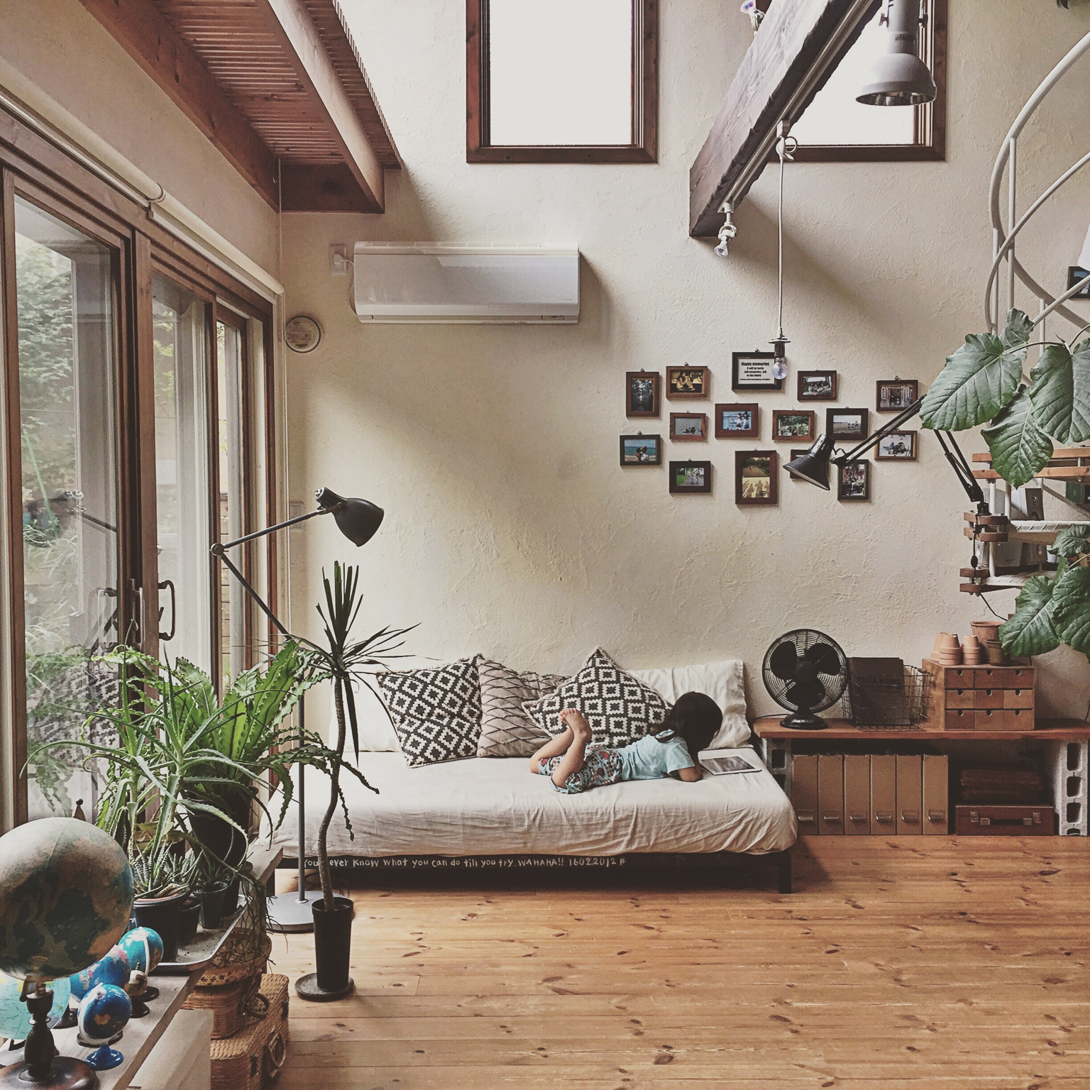 Moon to moon an earthy japanese home - Cool home decor websites model ...