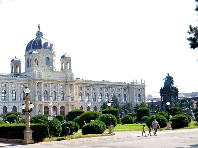 Wiedeń, Muzeum HIstorii Naturalnej, wycieczka, weekend, zwiedzanie, pomysł na weekend, zakreecona.pl, kręcone włosy, blog modowy, blog podróżniczy