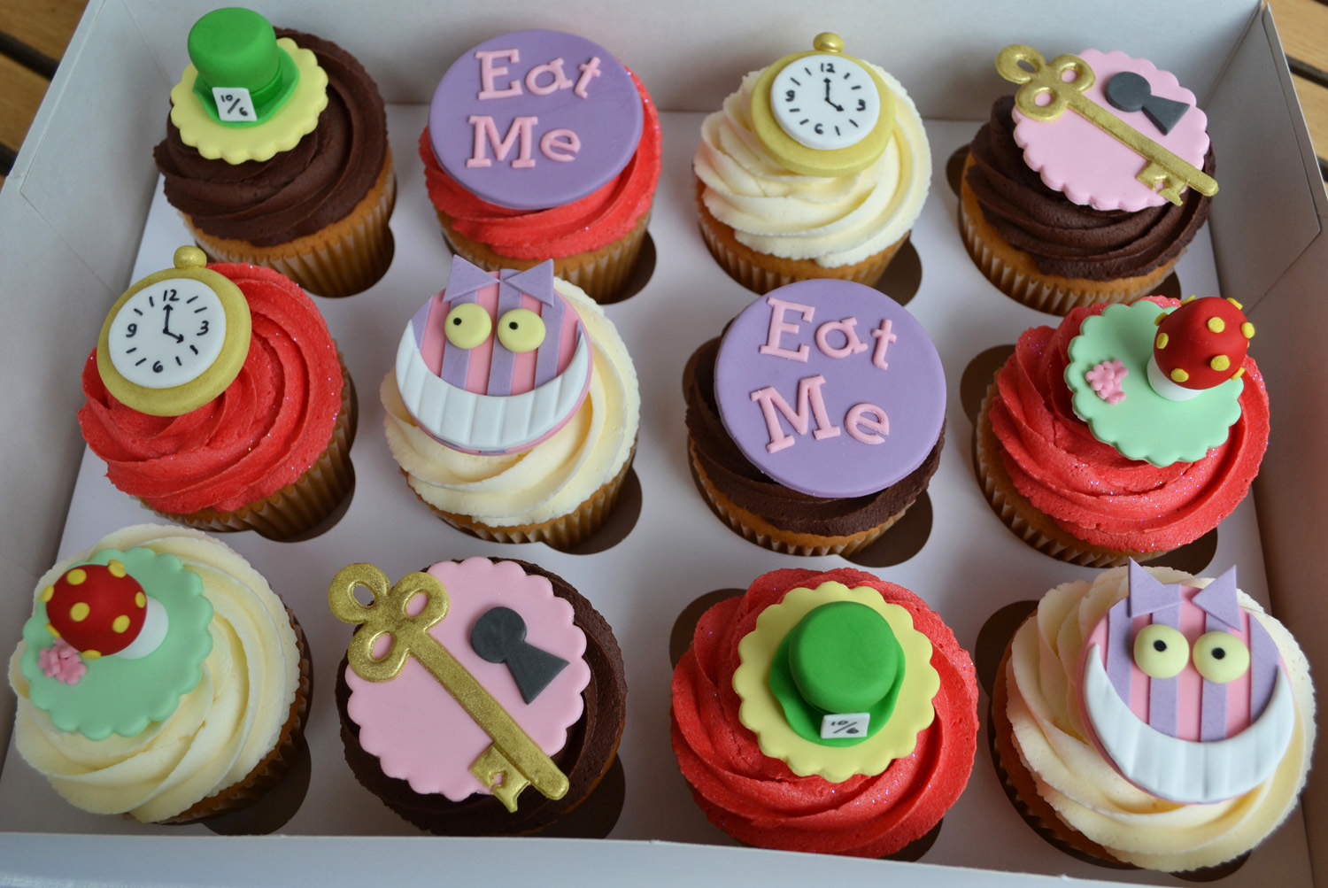 mad hatter cupcakes - photo #39