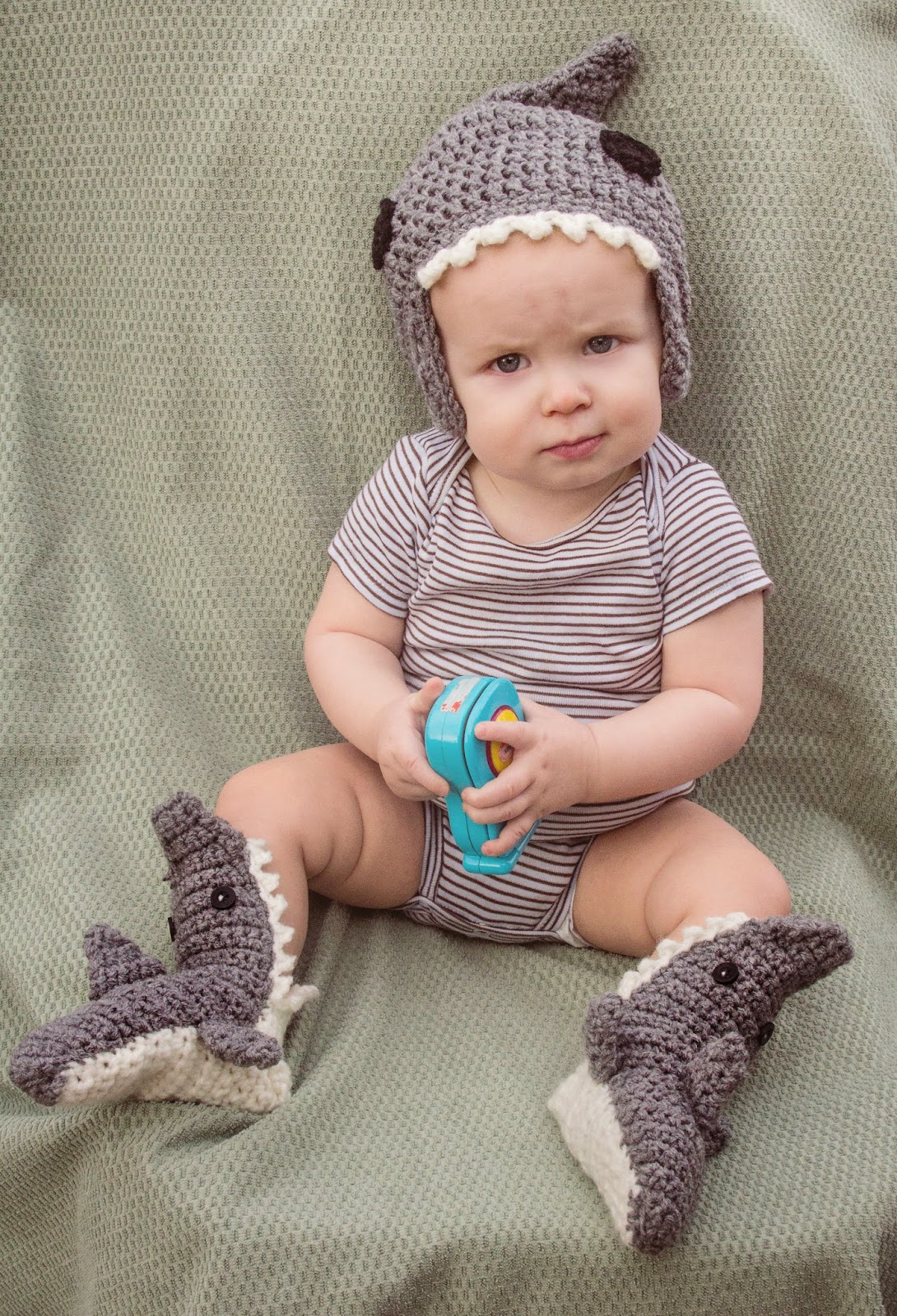 (click to enlarge). This pattern is for the matching shark beanie ONLY. I  created ... 3247fd8e8ee5
