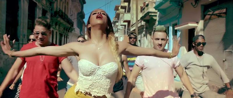 Boni y Kelly - ¨Un pasito por América¨ - Videoclip - Dirección: Ernesto Fundora. Portal Del Vídeo Clip Cubano - 05
