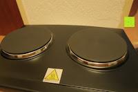 Platten: Andrew James – 23 Liter Mini Ofen und Grill mit 2 Kochplatten in Schwarz – 2900 Watt – 2 Jahre Garantie