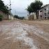 ASSUNÇÃO: Moradores sofrem com a rua tomada por lama; imagens