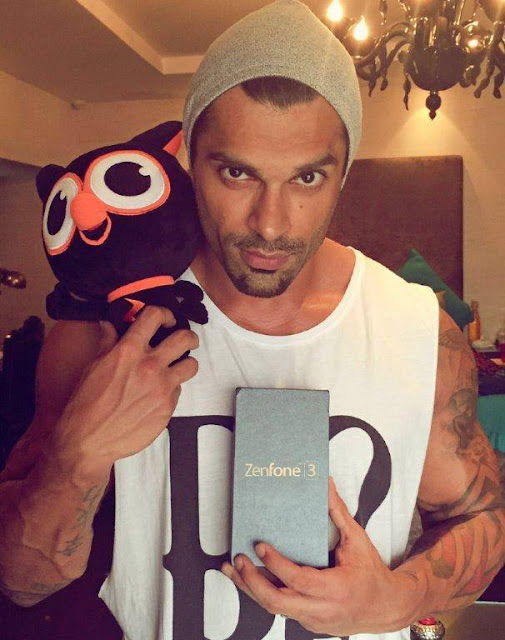 ASUS Zenfone 3 - The handsome Karan Singh Grover is known to make hearts flutter with his charm. And now, the incredible beauty of the all new ASUS ZenFone 3 has done the same to him