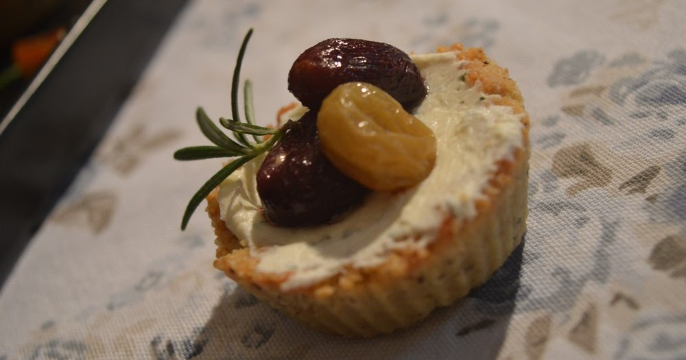 Tartellette con formaggio di capra, uva arrostita e rosmarino per Re Cake