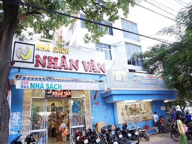 Quat-chan-gio-nha-sach-nhan-van-tp.hcm-01