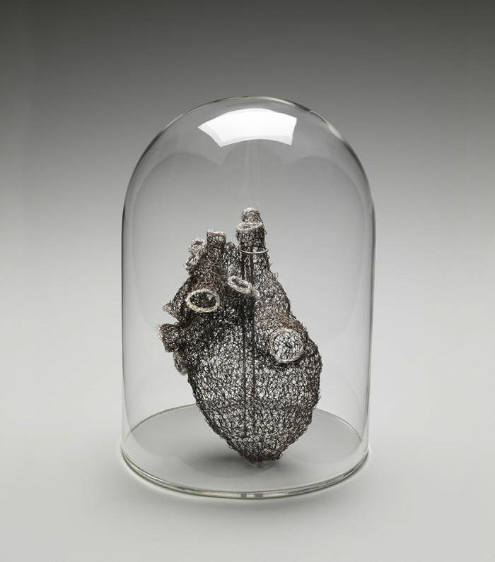 Anne Mondoro, ganchillo, corazon tres de, amigurumi corazon heart, alambre, corazon de hierro, como tejer un corazon, estas enfermo del corazon, manualidades con alambre