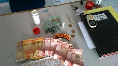 Dupla é presa por tráfico de drogas e moto roubada em Anapurus.