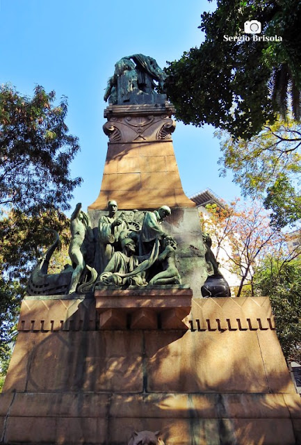 Perspectiva inferior do Monumento Amizade Sírio-Libanesa - Centro - São Paulo