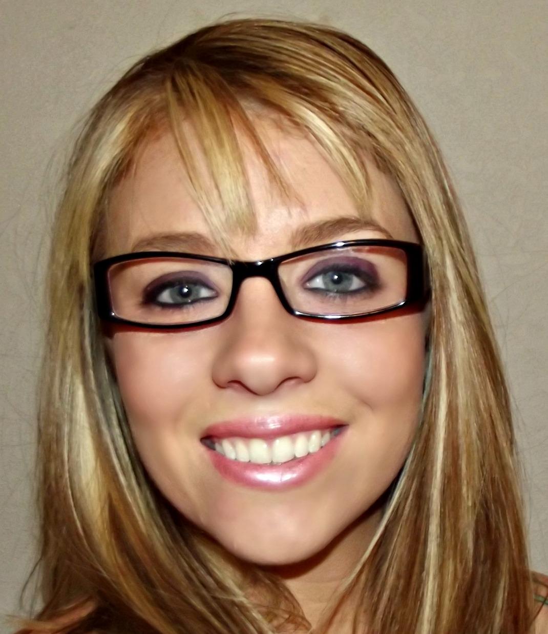Glasses for applying eye makeup