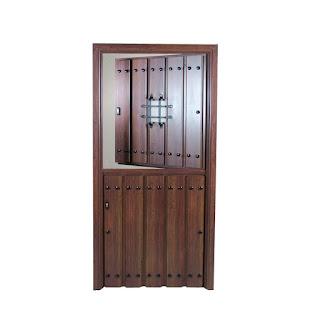 Puerta rustica partida con ventanuco o postigo