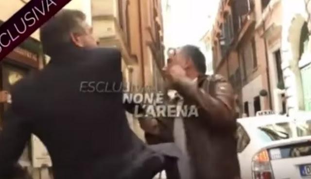Πρώην υπουργός στην Ιταλία χαστουκίζει δημοσιογράφο (βίντεο)