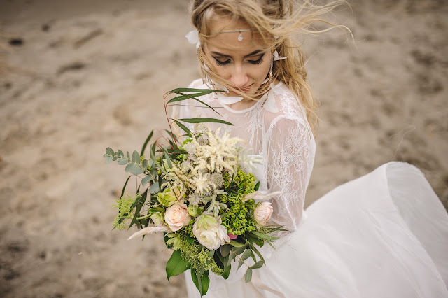 Opaska ślubna w stylu boho chic z piórami