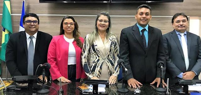 Vereadora Anginha entra na história como a 2° mulher a ser empossada na presidência da Câmara municipal de Limoeiro.