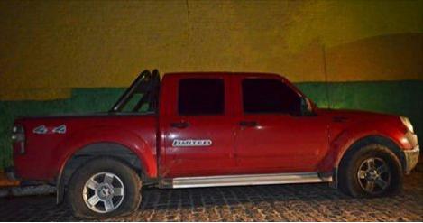 Carro do arbitro Chicão é arranhado e tem pneus furados durante o Jogo do Ipanema