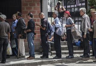 Pobreza atinge 87% dos venezuelanos, diz estudo