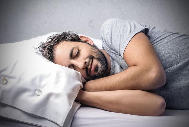 raisons derrière le sommeil de l'homme après le sexe