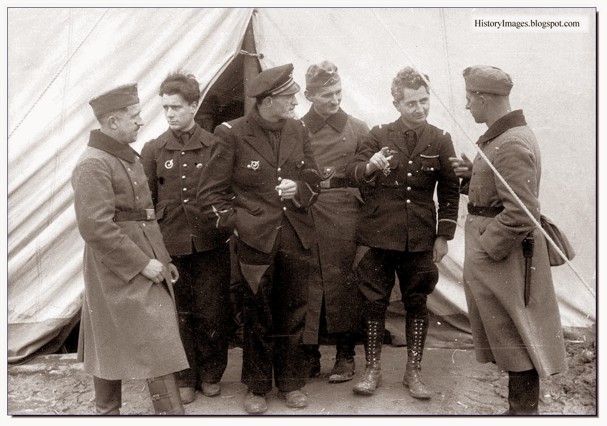 1940 Captured French pilots chat with German soldiers Rare WW2 Image