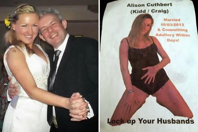 Hombre muestra fotos de su esposa
