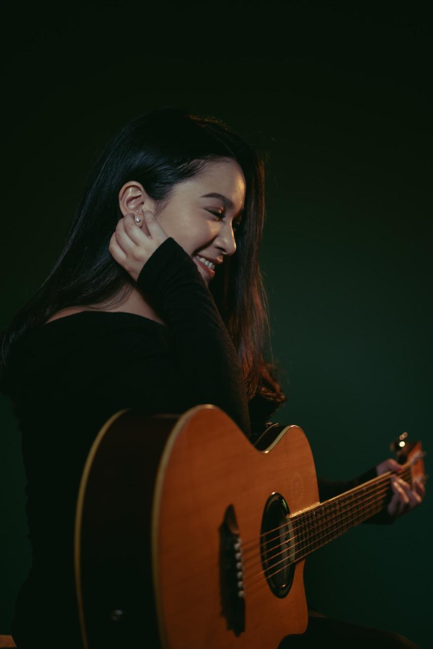 "Sheila Anandara, solois manis merilis single ear cacthy berjudul ""Kereta"""