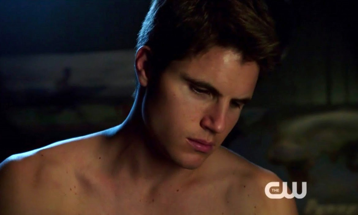 ausCAPS: Robbie Amell shirtless in The Tomorrow People 1 ...