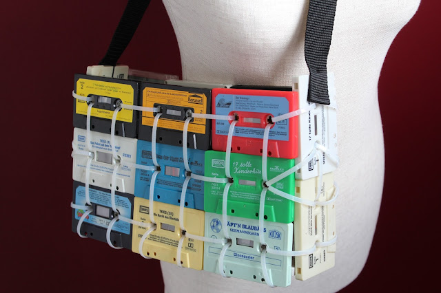 Kassetten-Upcycling: Tasche aus alten (Musik-)Kassetten, DIY-Tipp von ars vera