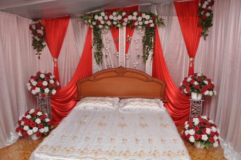 Set Bilik Tidur Bidar Besi Tirai Jendela Warna Tema Merah Silver Putih