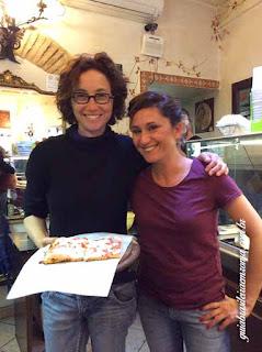 Eu e Nayla, filha do proprietario da melhor pizzeria de Trastevere