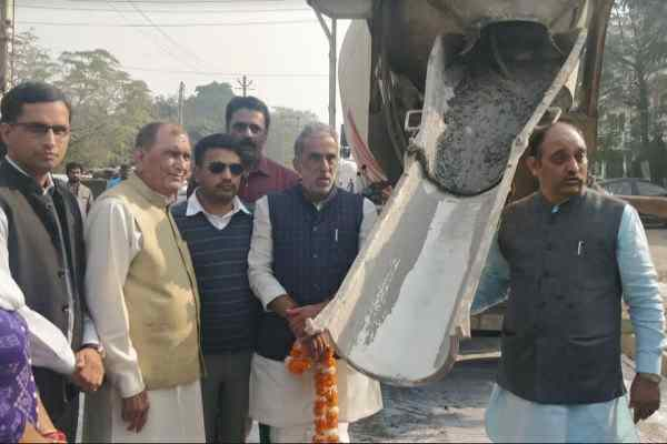 minister-krishan-pal-gurjar-started-rs-one-crore-rmc-road-sector-33