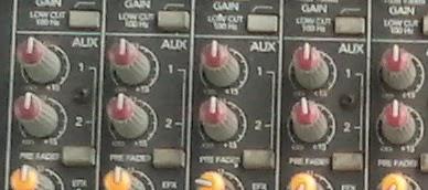 Tombol Volume Aux pada Mixer Audio