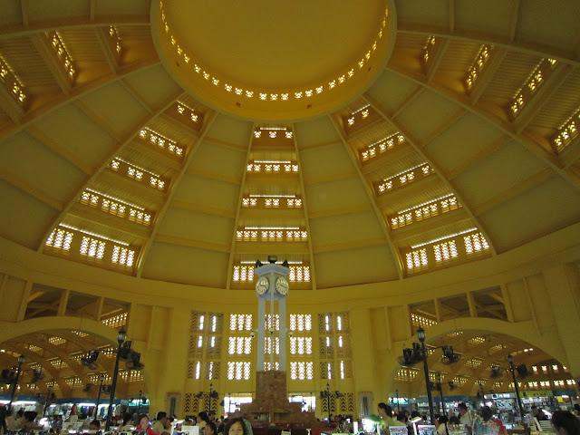 Mercado central en Phnom Penh, Camboya