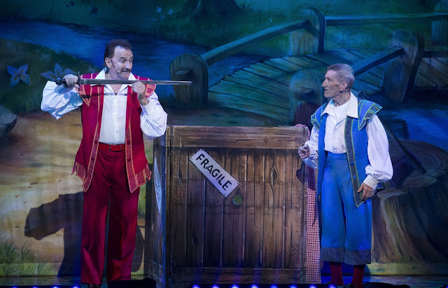 Chuckle Brother Snow White pantomime