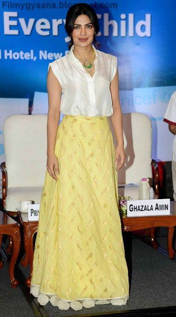 priyanka chopra looks hot in yellow skirt photo