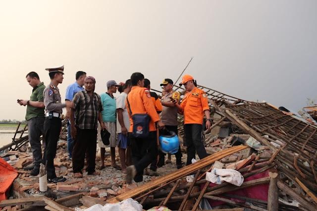 Puting Beliung Hantam Cirebon Ratusan Rumah Rusak