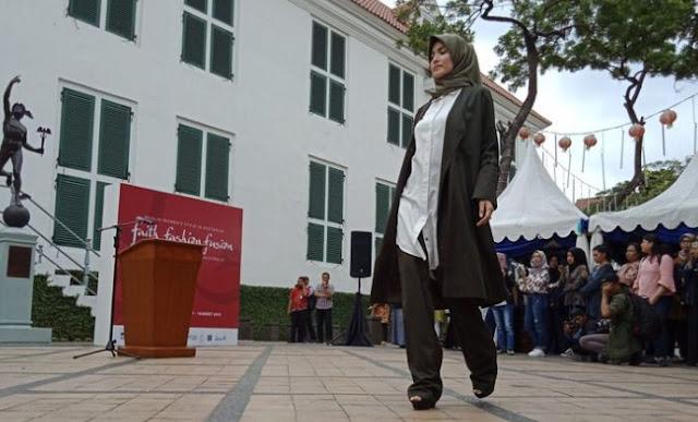 Beda Busana Muslimah Indonesia dan Australia