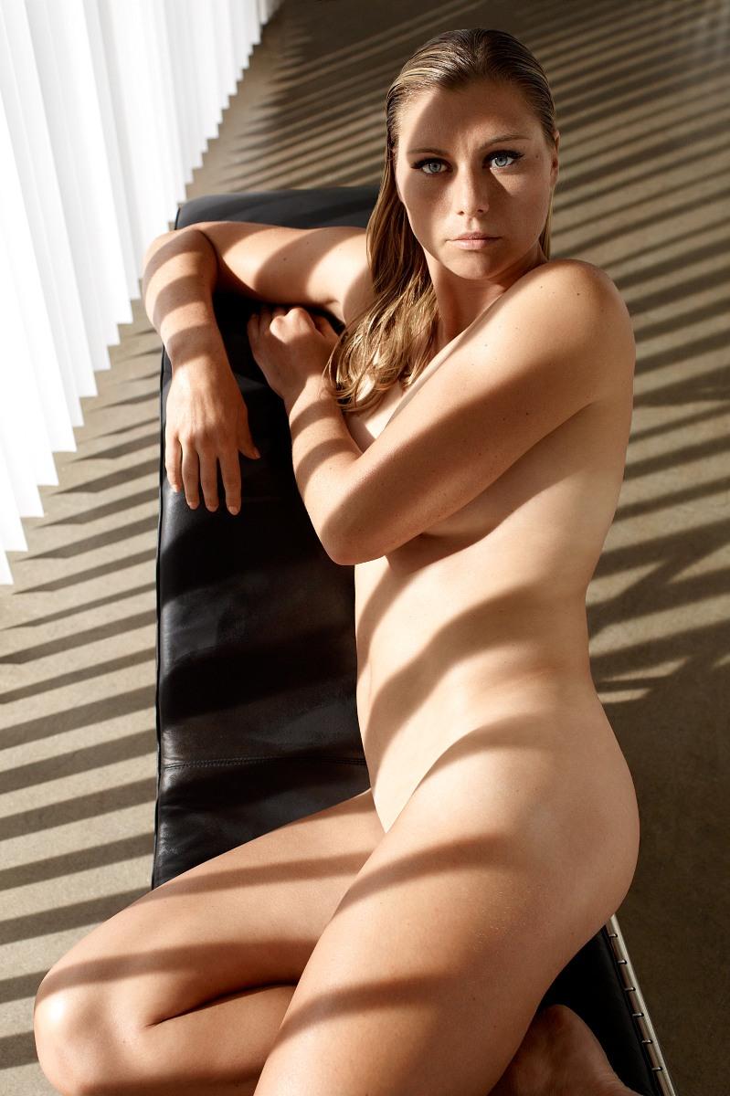 Latina sexy naked eating pussy