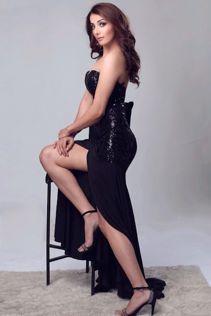 Sonia Mann Black Gown Beautiful Legs High Heel Photoshoot ...