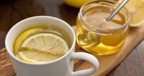 L'eau chaude avec du citron