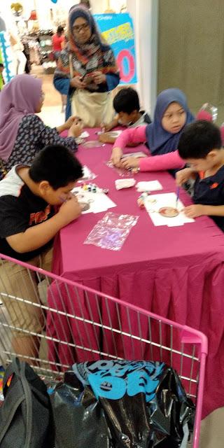 shopping, pengalaman shopping, pengalaman shopping di JUSCO, JUSCO, pengalaman shopping dengan anak-anak, strategi untuk anak-anak behave ketika shopping, tempat shopping best untuk anak-anak, baju raya, shopping baju raya, program mewarna didi & friends anjuran JUSCO