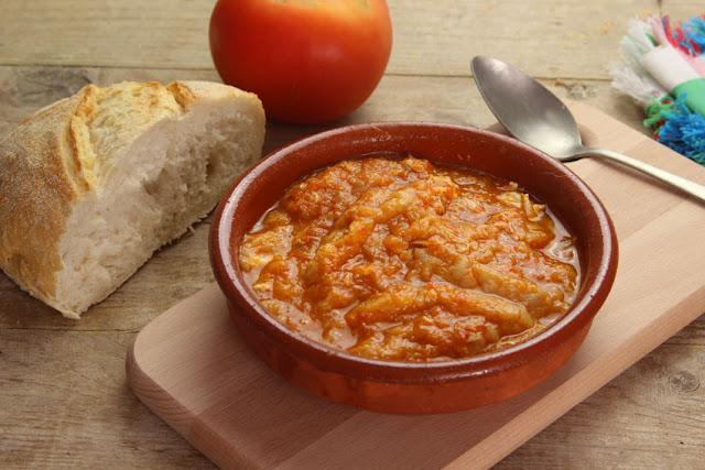 sopa de tomate foto plato