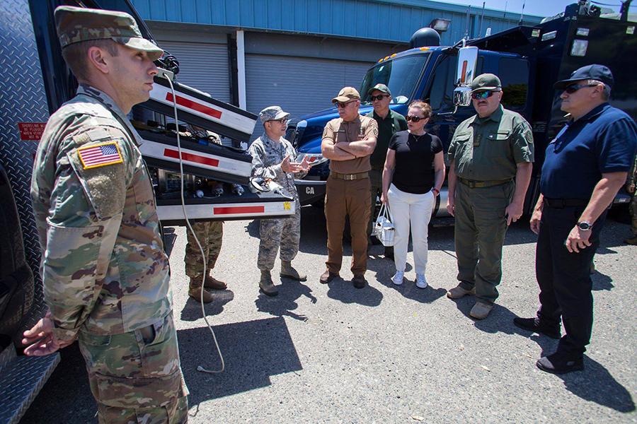 Делегація МВС України відвідала тренувальну базу Національної гвардії Каліфорнії у Лос-Аламітос