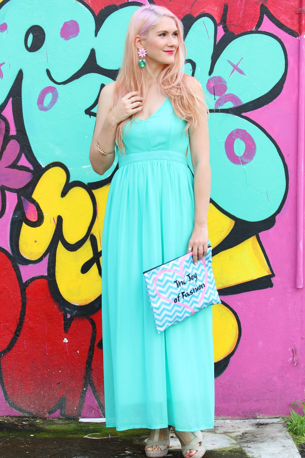 Love this pretty open back maxi dress for Summer!