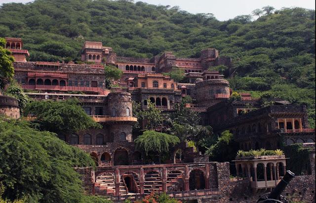 activities to do in neemrana fort