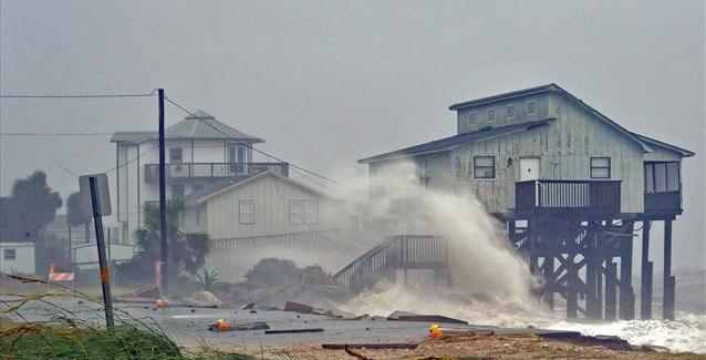 Σε κατάσταση συναγερμού Βόρεια Καρολίνα και Βιρτζίνια λόγω του τυφώνα «Μάικλ»