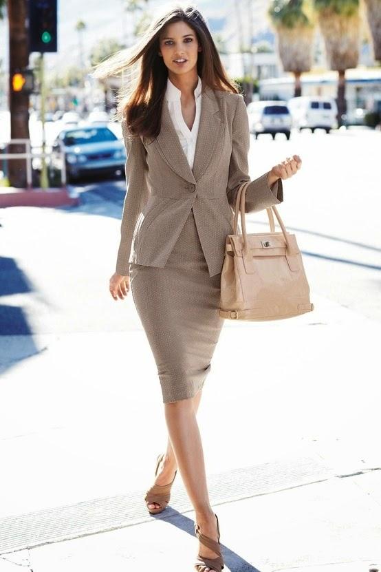 7b31254a2a Muchas veces se piensa que por vestir a la moda existe la libertad de usar  cualquier tipo de prenda incluso en el trabajo. Sin embargo