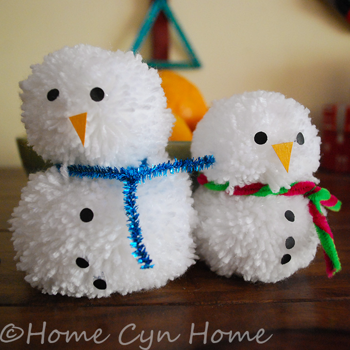 These adorable snowmen can be made very quickly using a pompom maker.