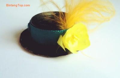 bikin topi dari kardus dan bulu