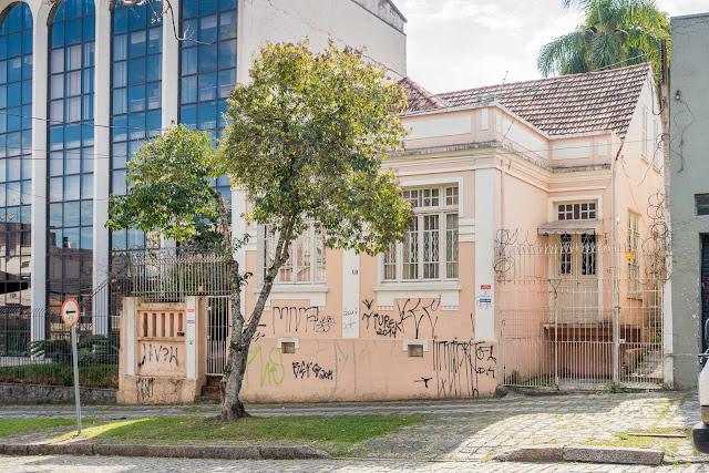 Uma casa rosa na Júlia da Costa