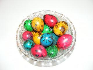 retete oua de prepelita vopsite pentru masa de Paște,